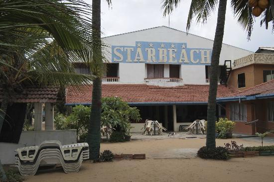 Star Beach Hotel: The garden - right on the beach