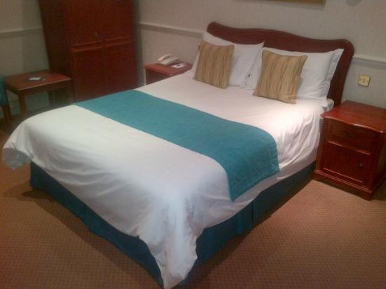 The Bromley Court Hotel : Big Bed
