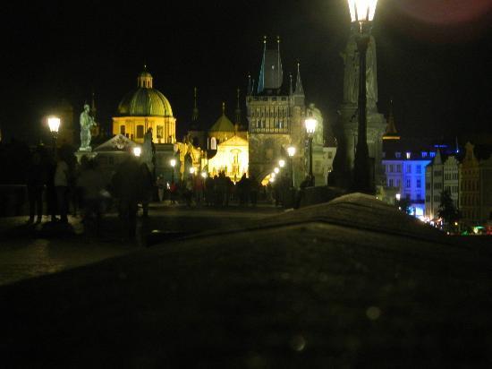 De Karelsbrug: De nuit, le must