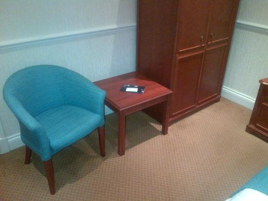 The Bromley Court Hotel : Table and chair