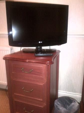 The Bromley Court Hotel : Massive television