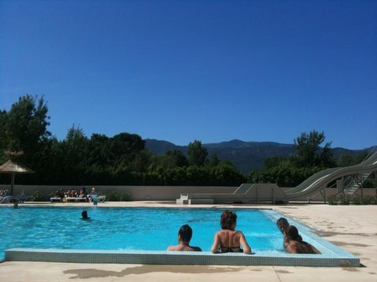 Camping Les Pins: piscine du camping