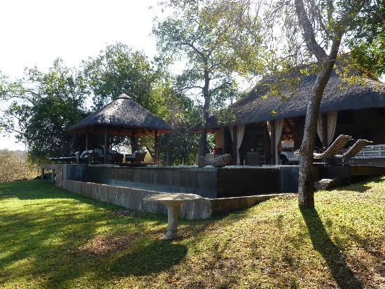 Khaya Ndlovu Manor House: Pool area