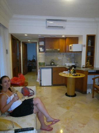 Club Bali Family Suites at Legian Beach : Kitchen, lounge and dining area... no dvd player