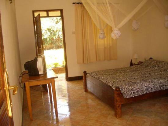 Mama Pierina Restaurant and Annex: side view of one of the bedrooms