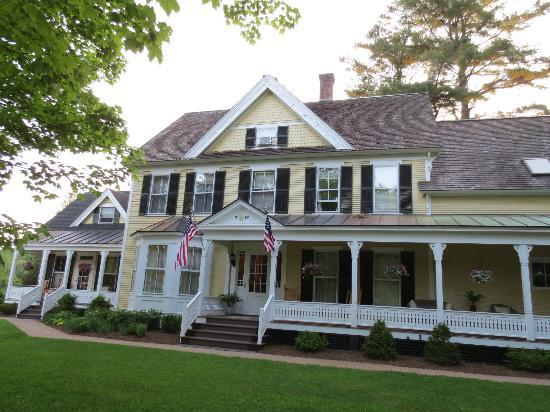 Jackson House Inn: Front of Inn