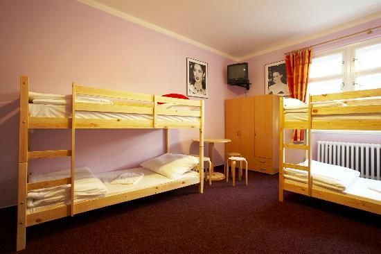Hostel Franz Kafka: 6 Bed Mixed Dorm