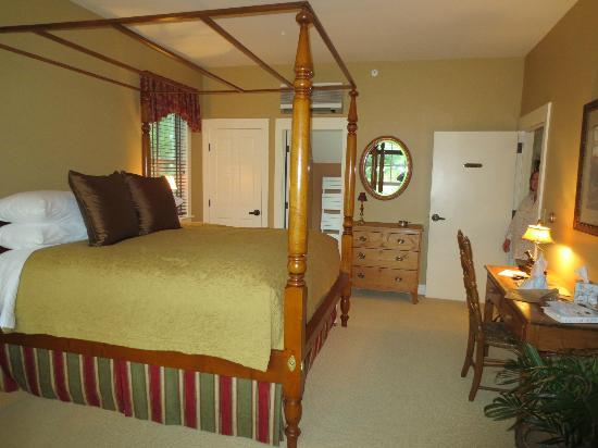 Jackson House Inn: The bedroom