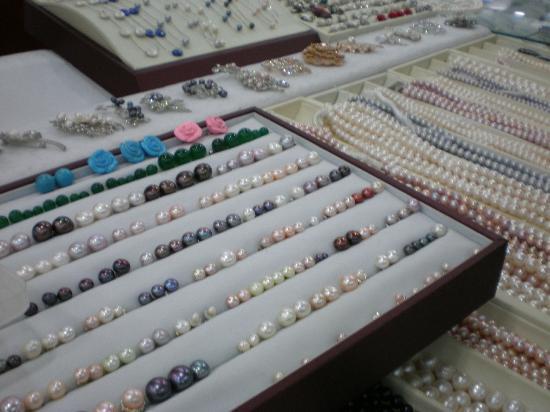 Pearl Market (Hongqiao Market) : Pearl stall