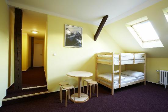 Hostel Franz Kafka: 8 Bed Mixed Dorm