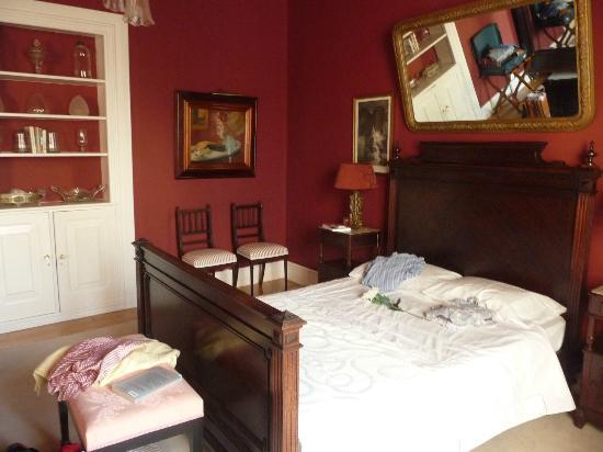 Casa Vitoriana: The Vitoria Room (the sitting area with chaise longue out of sight to left)