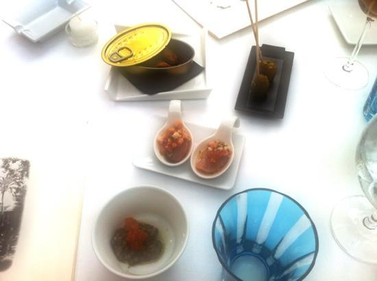 Alfonso Egea Valero: 4 amuses, mussel with gorrizo, olive filled with lemon, tuna with a crunch, lentil with kaviar