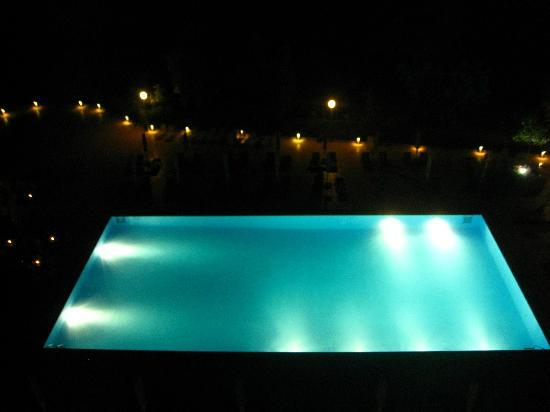 Lucy Hotel: Pool at night