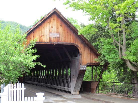 Jackson House Inn: Woodstock's own Covered Bridge