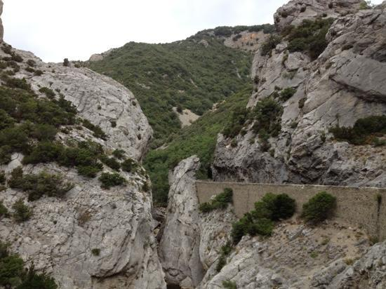 Gorges de Galamus: vue depuis la route
