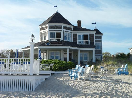 Winstead Inn and Beach Resort: Rear view of B&B