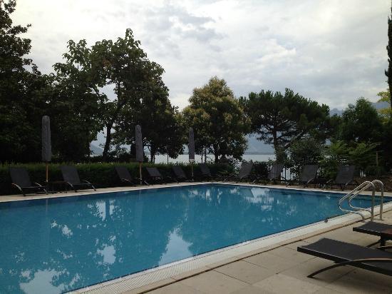 Fairmont Le Montreux Palace: Outdoor Pool