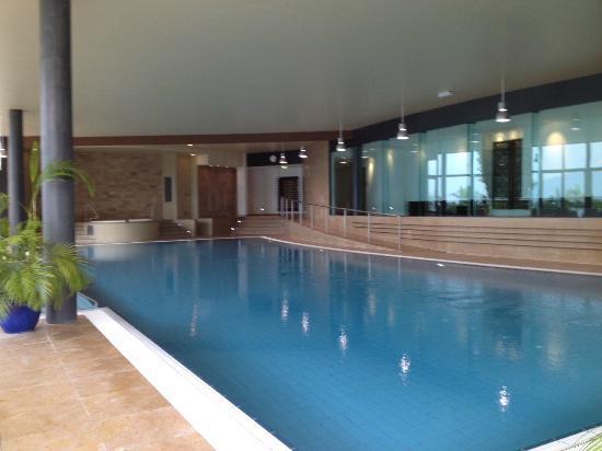 Fairmont Le Montreux Palace: Indoor Pool Area
