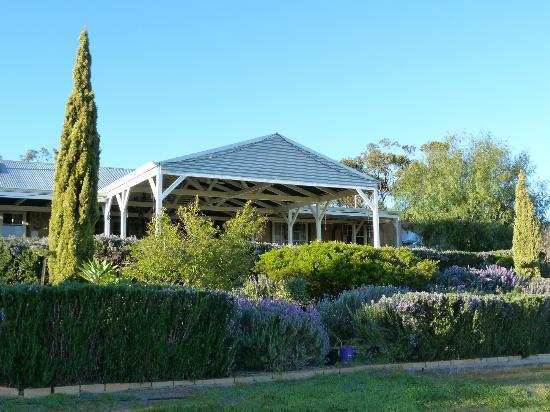 Ipswich View Bed & Breakfast: Circa 1860 a Historic Homestead full of grace of the era