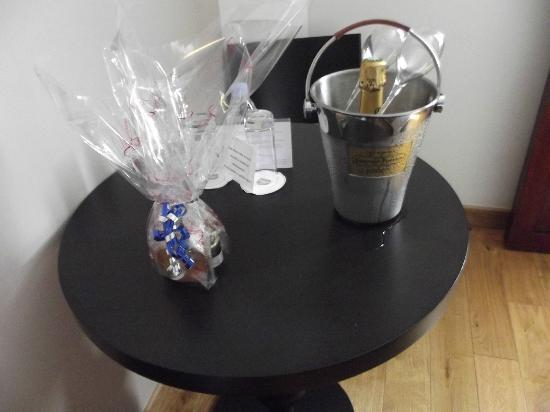 Hôtel LE MAURITIA : la demie bouteille de champagne