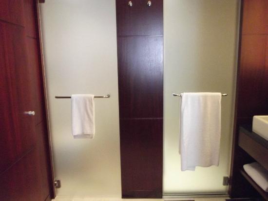 Hôtel LE MAURITIA : la salle de bain