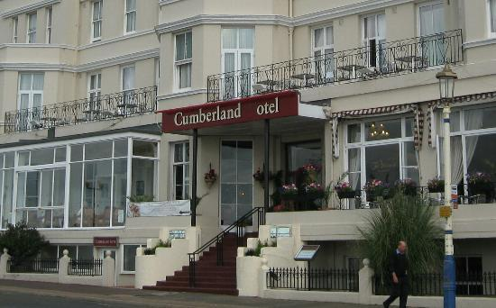 Cumberland Hotel Eastbourne: Front of the Cumberland otel