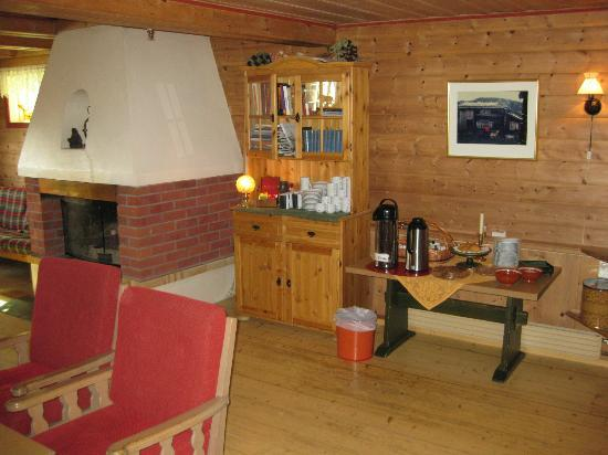 Ertzscheidergarden : Common area with coffee, tea, and snacks
