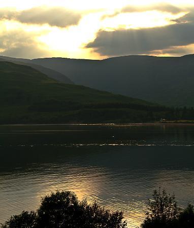 Clan Macduff Hotel: Sunset over Loch Linnhe