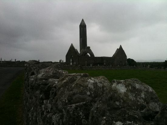 Naomh Colman Bed & Breakfast: Round Tower- View from B&B