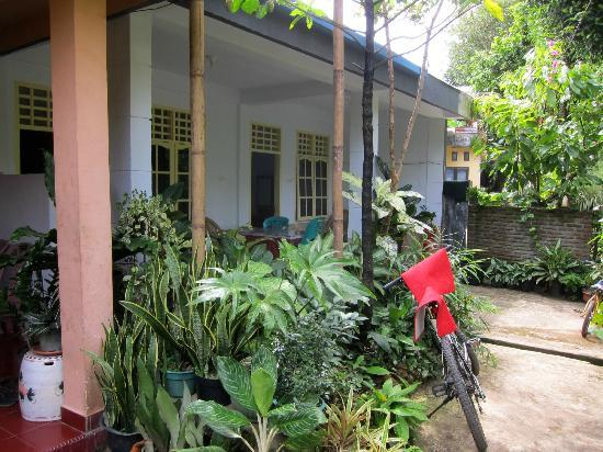Riana Guest House: Front of the house