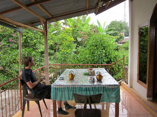 Riana Guest House: Place for breakfast