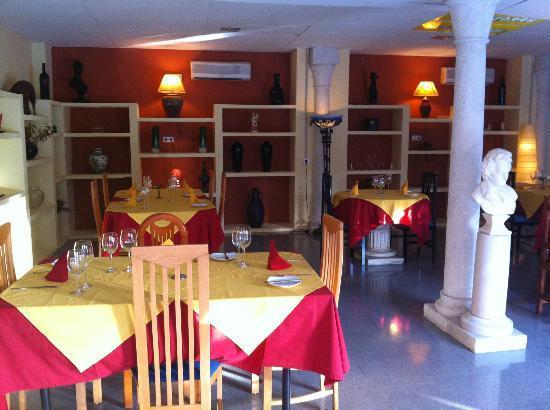 Restaurante Las Piedras: uno de los dos salones independientes
