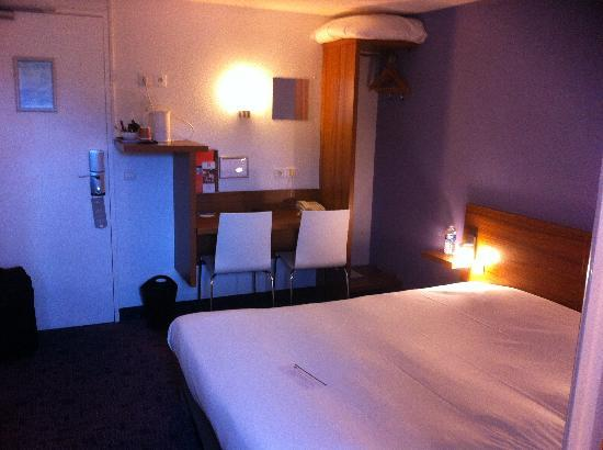 Best Western The Wish Versailles : small bed room