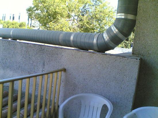 Pins Marina Apartments: Awful view too!