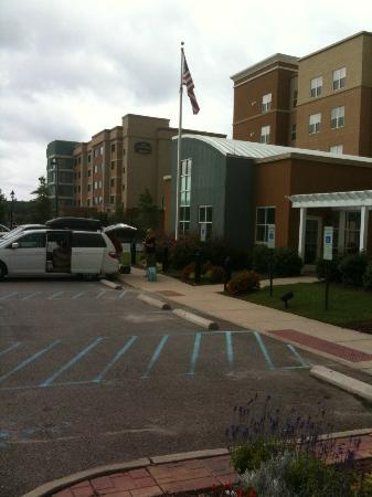 Residence Inn Newport News Airport: Residence Inn & Courtyard Marriott next door