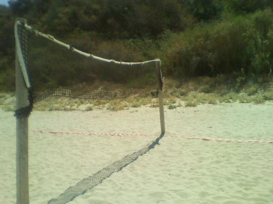 Villaggio Residence Il Poggio di Tropea: Il campo sportivo in spiaggia