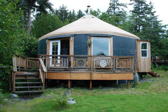 Homer Roundhouse: Adorable Yurt with lovely deck