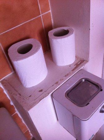 Chez Remise: Les toilettes défraichies