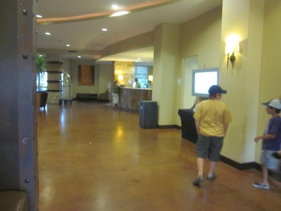 Holiday Inn San Antonio NW - Seaworld Area: area outside elevators and front desk