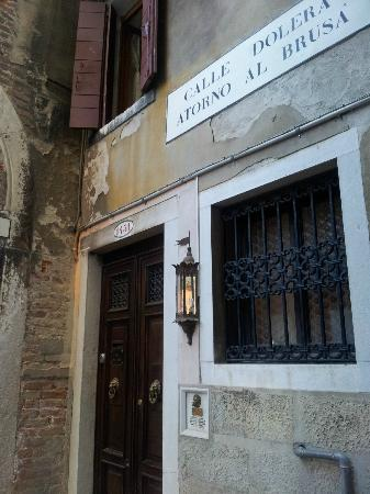 Arco Antico Guest House: Difficult to find - but very, very charming!