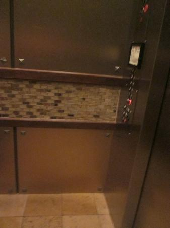 Holiday Inn San Antonio NW - Seaworld Area: nice elevator