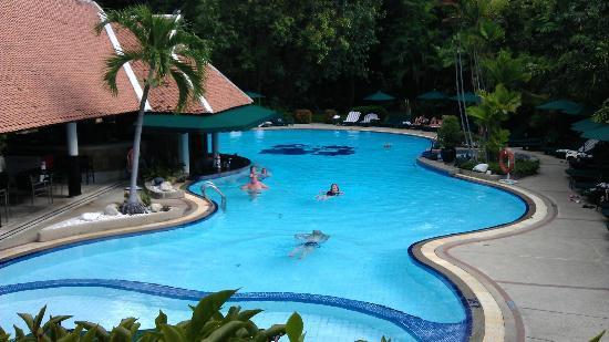 garden pool & bar - Picture of Royal Orchid Sheraton Hotel & Towers