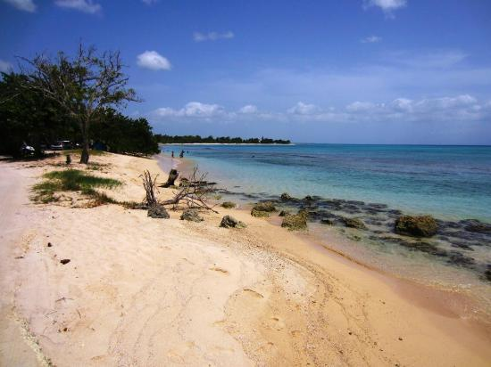 Port-Louis, Guadeloupe : Plage du Souffleur - one small section of this 2 km beach