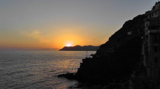 Locanda del Sole : Sunset from Riomaggiore