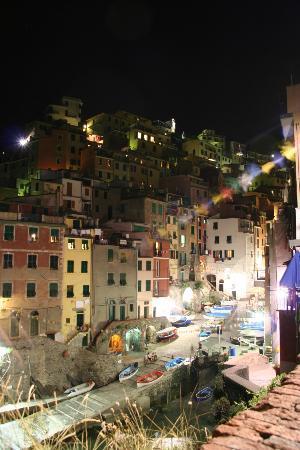 Locanda del Sole : Riomaggiore at night