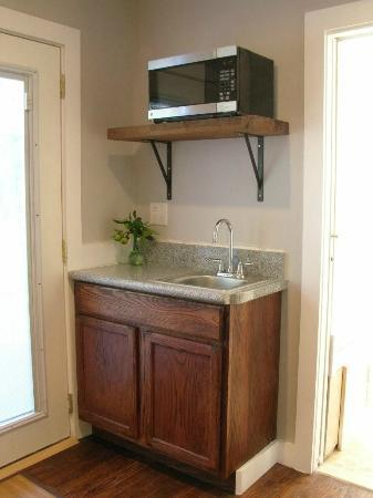Finger Lakes Golf House: In-Suite Champaign sink