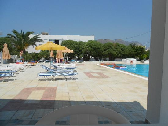 Nikos II Apartments: pool area
