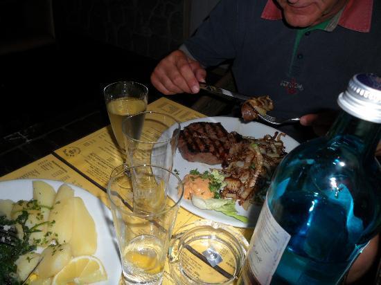 La Parrilla: Filetto con cipolle arrostite
