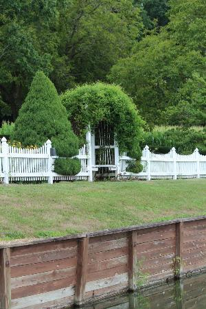 Clearview Farm Bed and Breakfast: Grounds outside