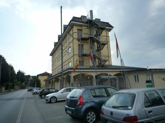 Best Quality Hotel La Darsena: vue depuis la rue